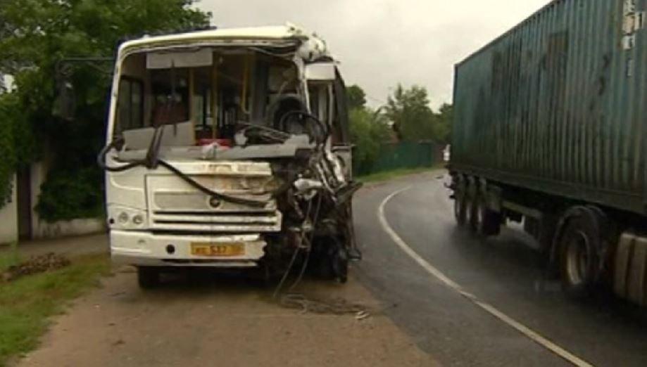 В Подмосковье в ДТП грузовика с военными автобусами погибли четыре человека