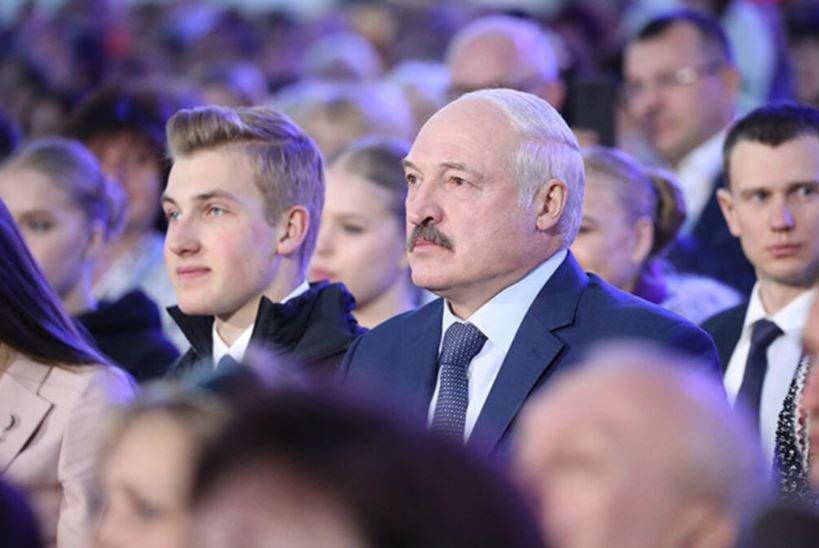 Николай Лукашенко рассказал, какую музыку сыграл бы на фортепиано для девушки