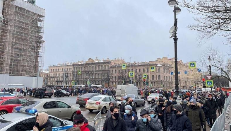 Десятки человек задержаны во время акций в поддержку Навального
