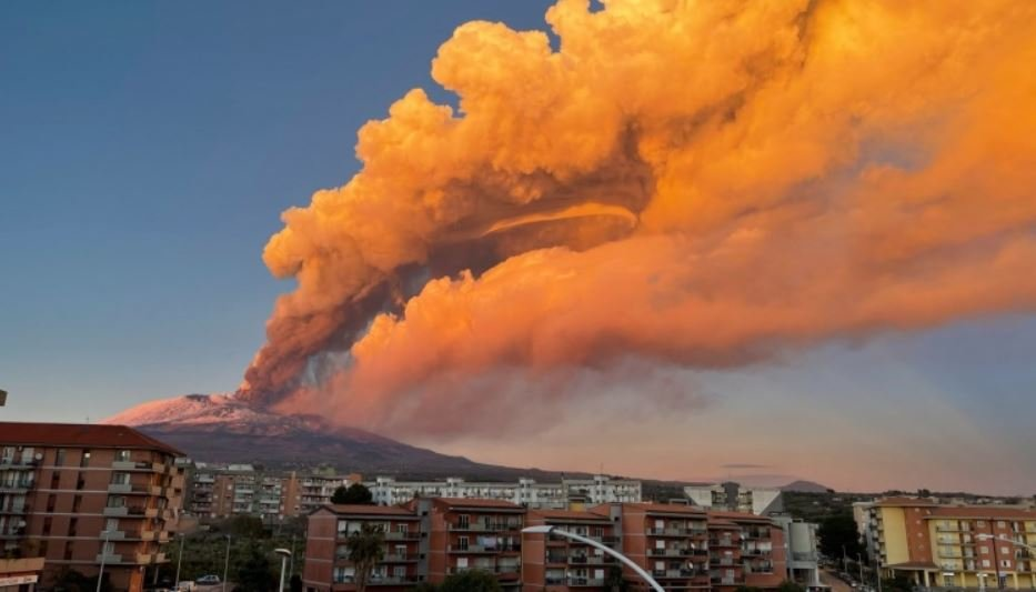 Новое извержение вулкана Этна началось на Сицилии
