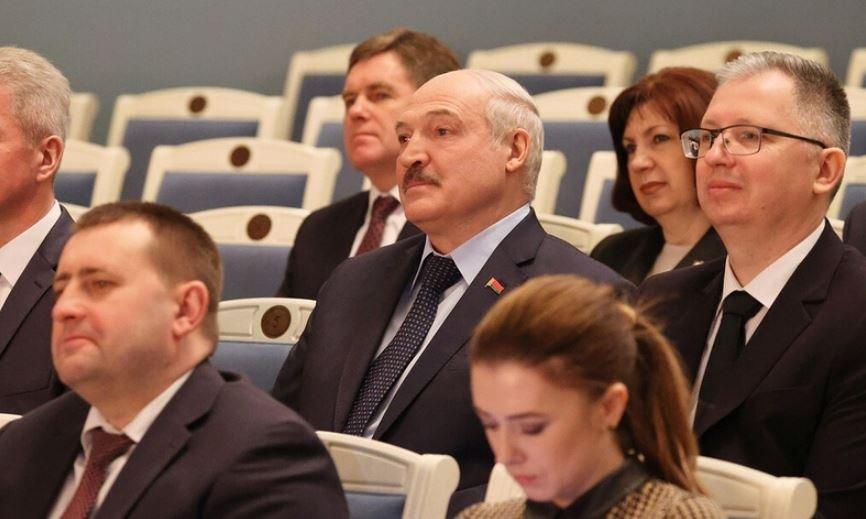 Лукашенко посетил репетицию спектакля «Павлинка» в Купаловском театре