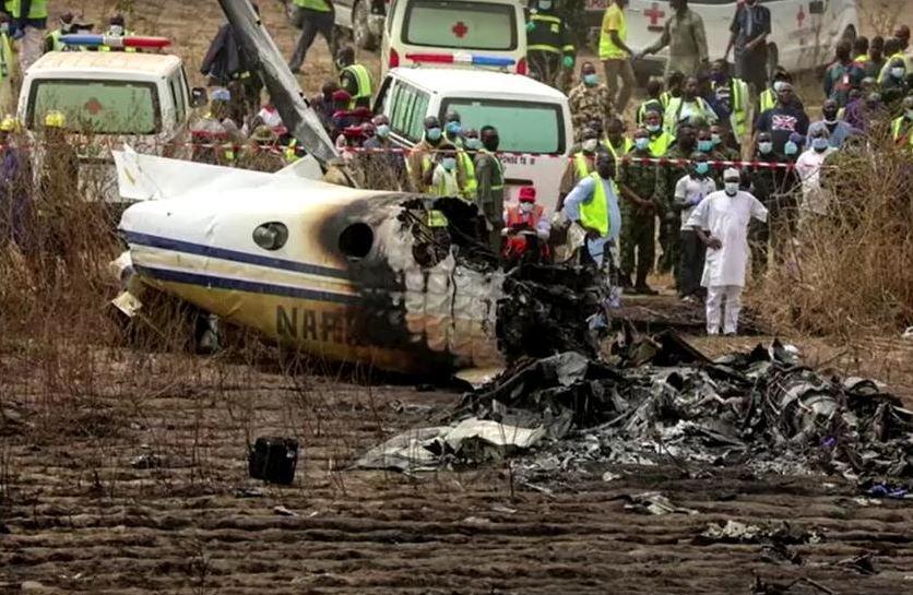Семь человек погибли при крушении военного самолета в Нигерии