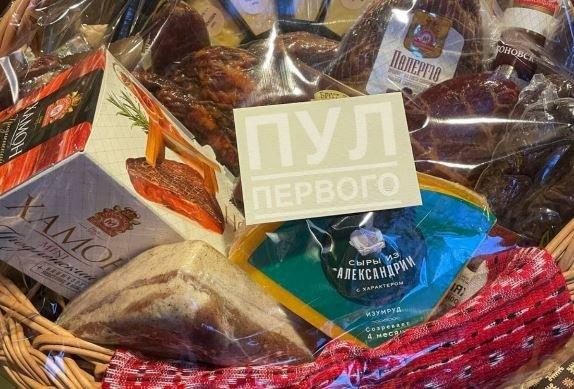 Лукашенко подарил Путин корзину с белорусскими продуктами