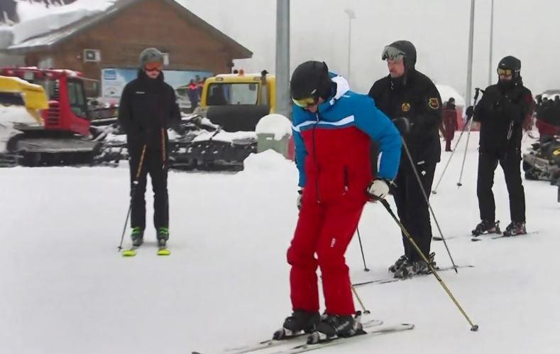 Николай Лукашенко покатался на лыжах с отцом и Путиным в Сочи
