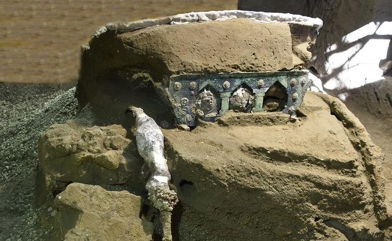 На раскопках в Италии обнаружили римскую колесницу I века