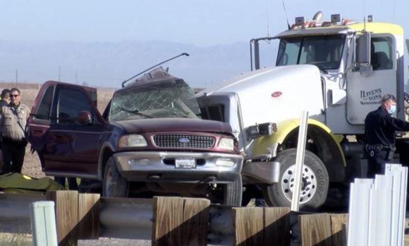В ДТП внедорожника и грузовика в Калифорнии погибли 15 человек