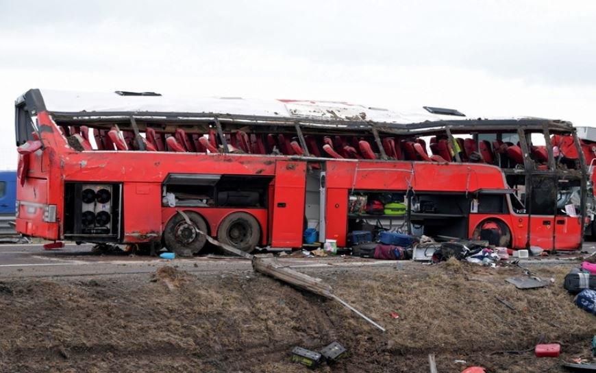 Шесть человек погибли и 41 пострадал в ДТП с украинцами в Польше