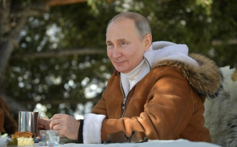 Путин ушел на самоизоляцию из-за ситуации с коронавирусом COVID-19