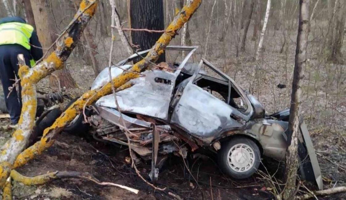 В результате аварии в Пинском районе погибли 27-летний водитель и 18-летняя пассажирка