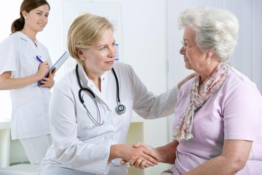 Врач озвучил симптомы, указывающие на то, что пожилому человеку необходима помощь гериатра
