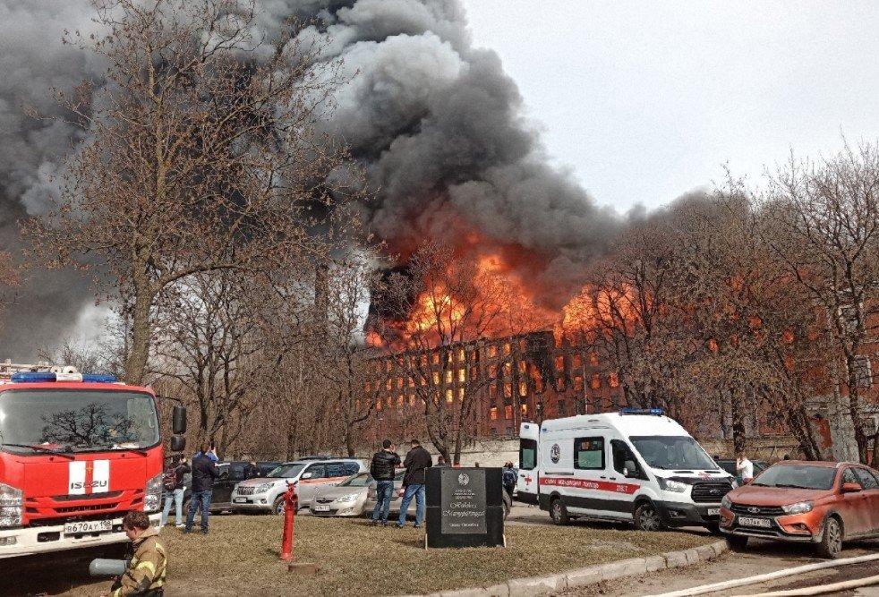В Санкт-Петербурге при тушении пожара на «Невской мануфактуры» погиб пожарный