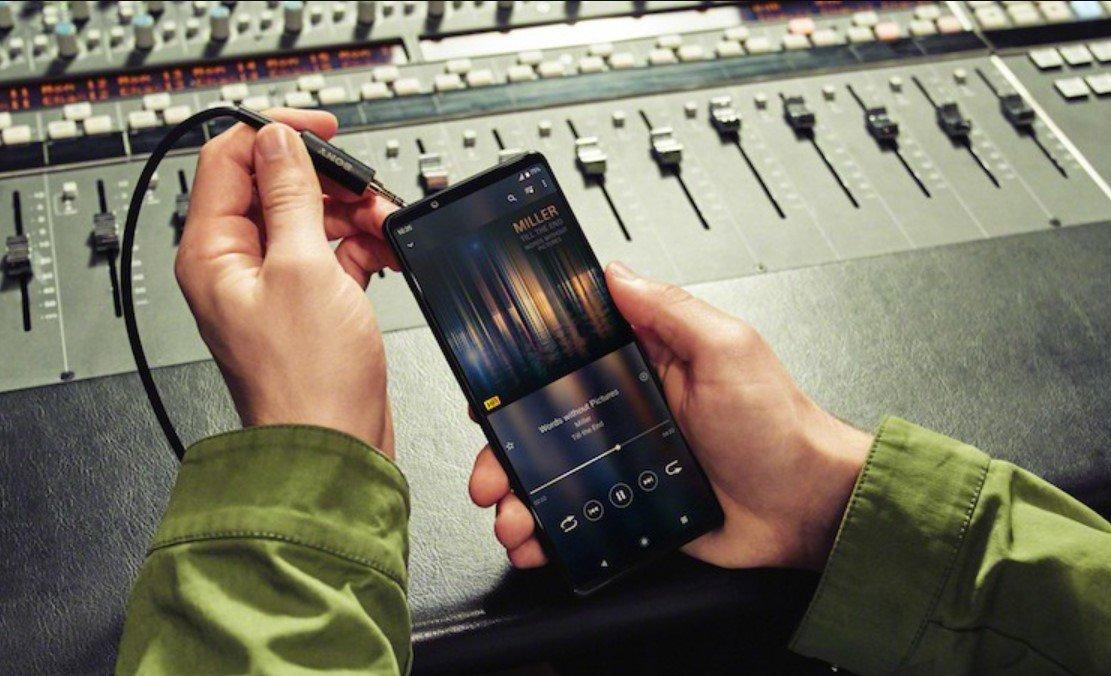 Sony представила новый смартфон Xperia 1 III с 4К-дисплеем