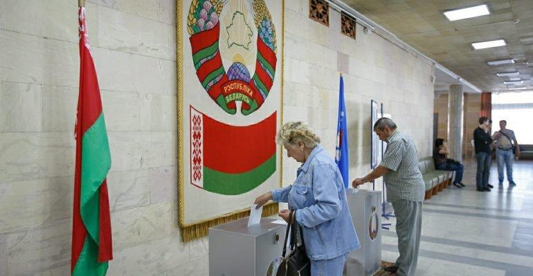 Конституционная комиссия предложила давать право голоса гражданам 20 - 70 лет