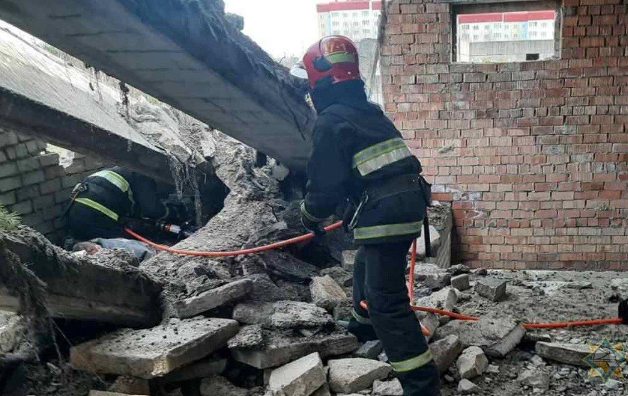 В Осиповичах на 17-летнего подростка обрушились бетонные перекрытия