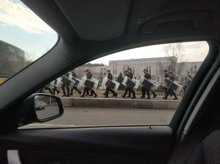 На улицах Минска 21 апреля наблюдалось скопление спецтехники и силовиков