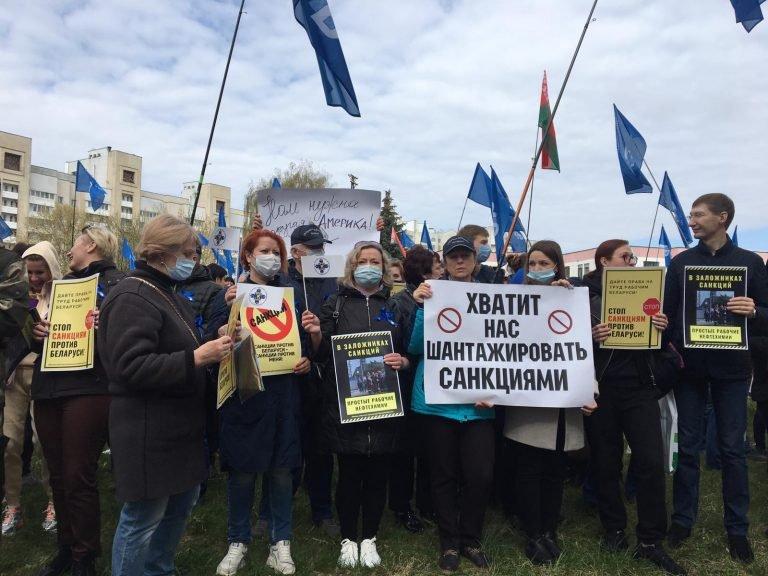 1 мая профсоюзы организовали пикеты против санкций у посольства США