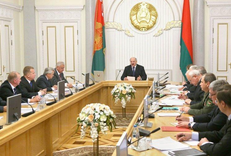Лукашенко заявил о построении в Беларуси «стройной вертикали власти»