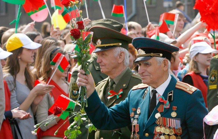 Лукашенко заявил, что ветераны получат единовременные выплаты к 9 мая 2021 года