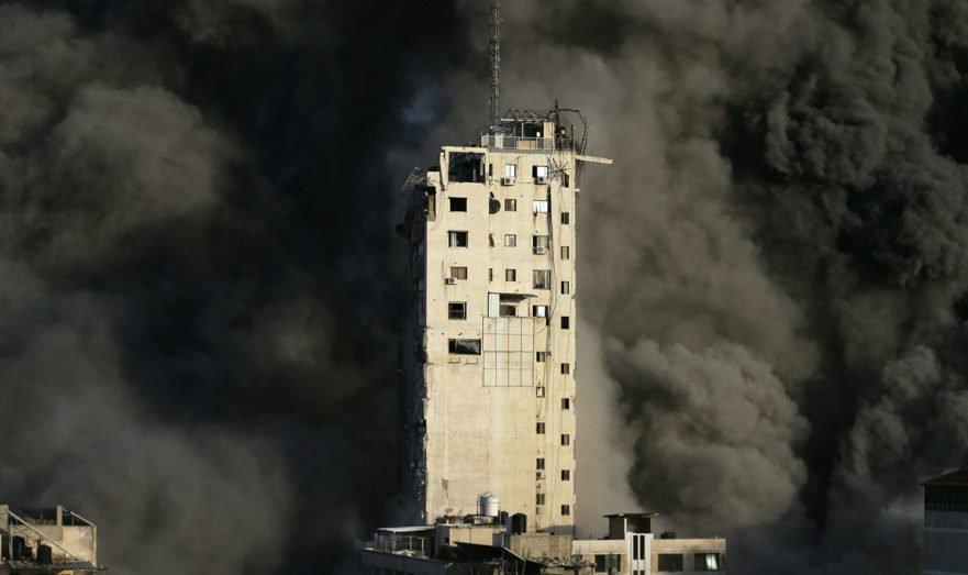 Израиль разрушил 16-этажную высотку с офисами журналистов в центре Газы