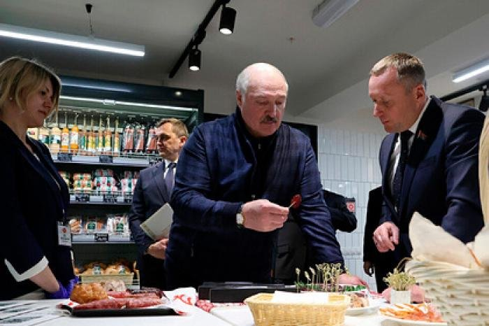 Лукашенко в пятницу посетил фермерский рынок под Минском
