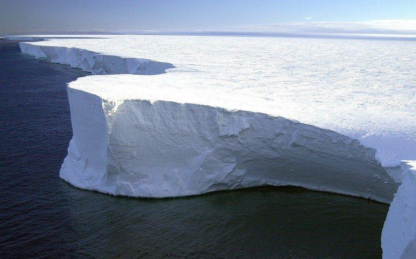 Крупнейший в мире айсберг откололся от Антарктиды