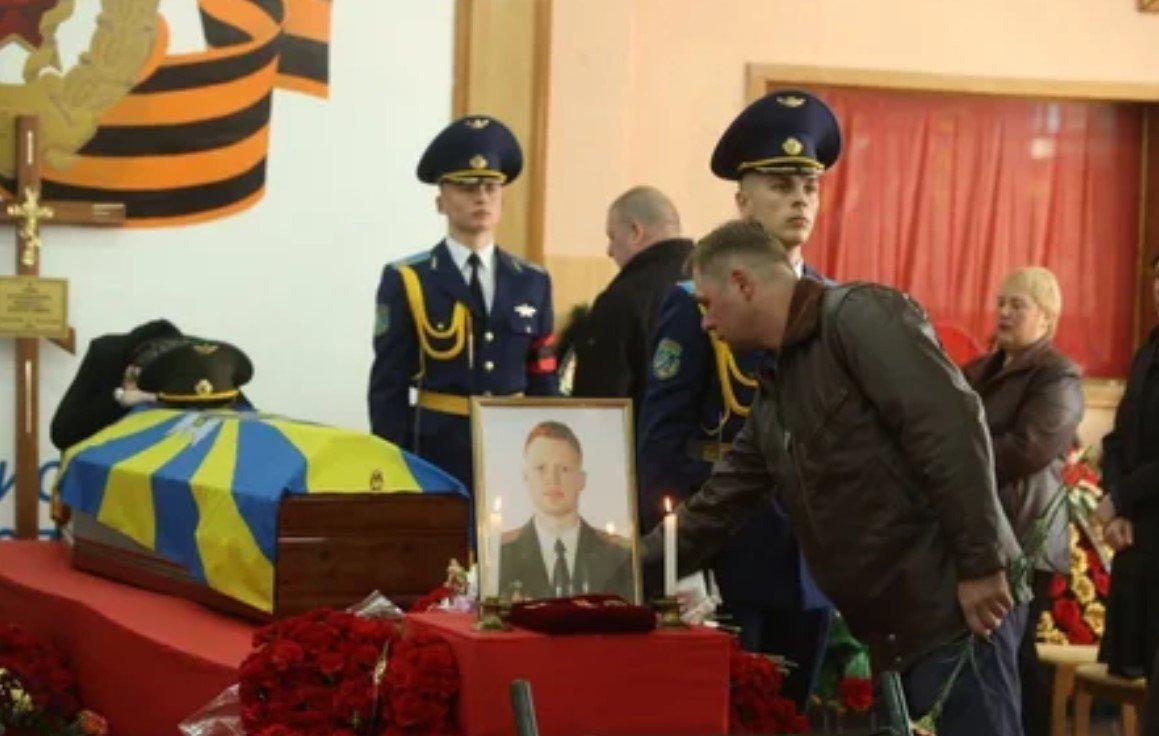 В Лиде начались похороны летчиков Як-130, погибших в Барановичском районе