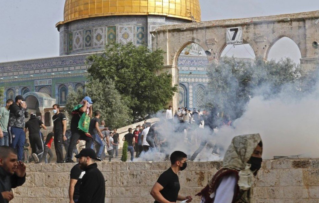Более 30 палестинцев пострадали в cтолкновениях с полицией Израиля на Храмовой горе
