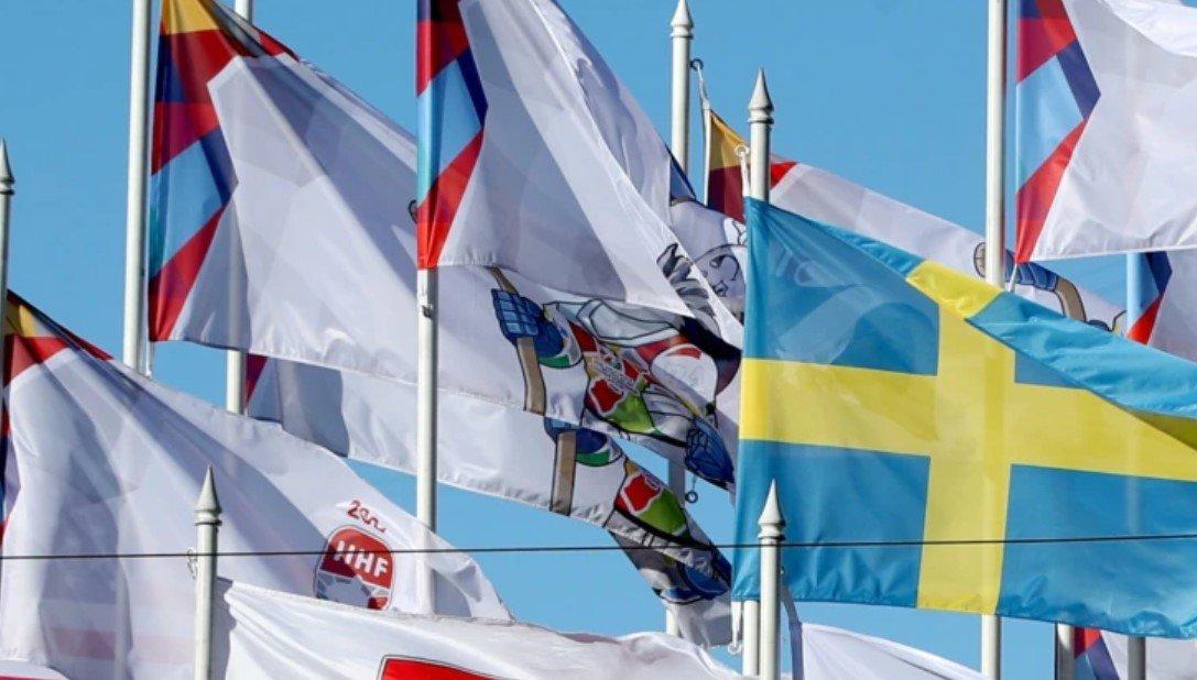 Мэр Риги пригрозил снять флаги ИИХФ после требования федерации вернуть флаг Беларуси
