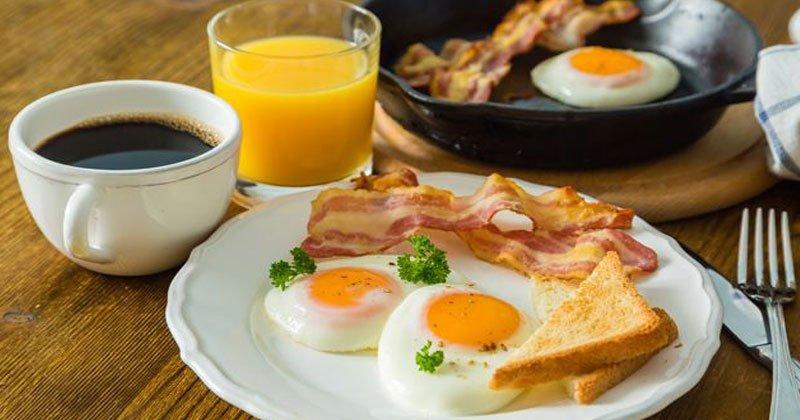 Ученые доказали: сытный завтрак продлевает жизнь