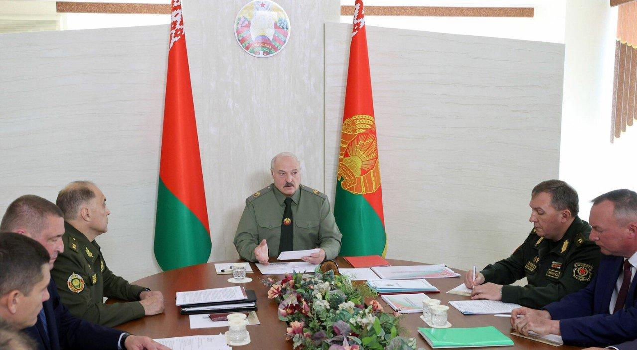 Лукашенко призвал белорусов быть готовыми к мобилизации
