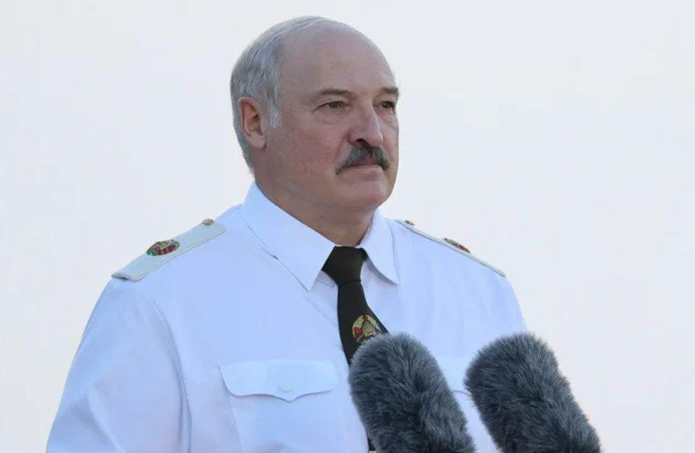 Лукашенко поручил полностью перекрыть границу с Украиной