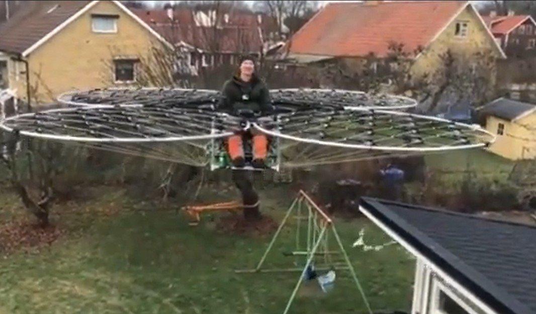 Мужчина создал управляемый дрон и поднялся на нем в небо
