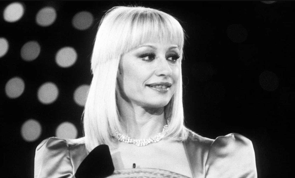 Умерла легендарная итальянская певица Рафаэлла Карра