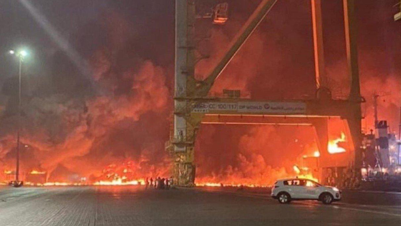 Мощный взрыв прогремел в порту Дубая