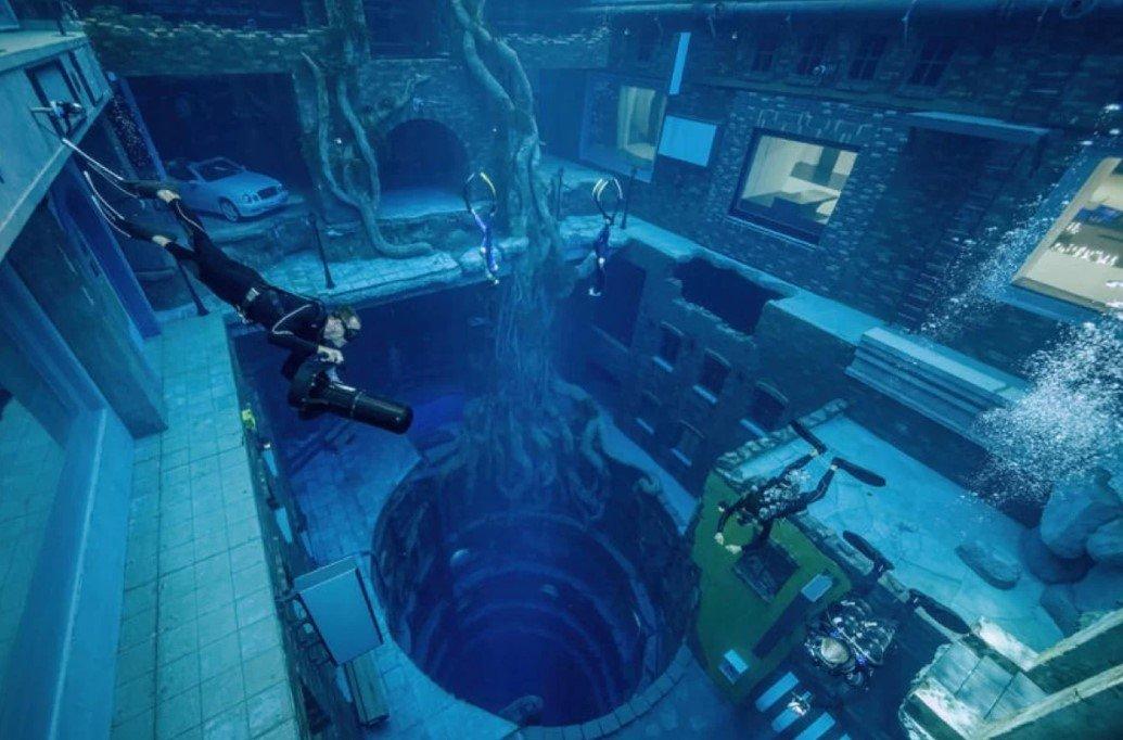 В Дубае открыли самый глубокий в мире бассейн для дайвинга