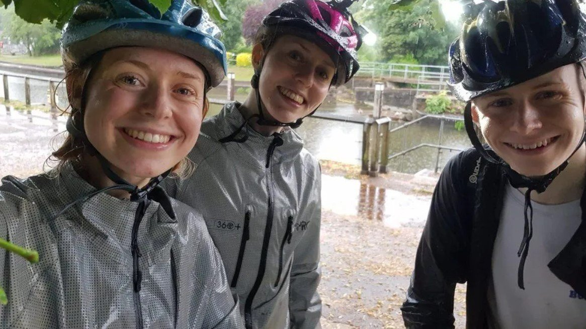 Молния попала в группу велосипедистов во время селфи