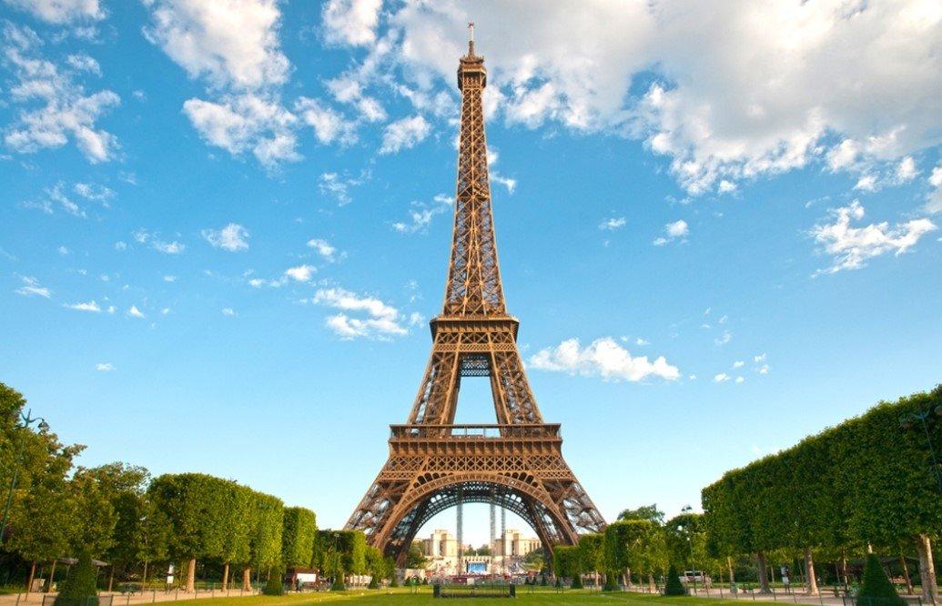 Эйфелева башня в Париже снова открылась для посетителей