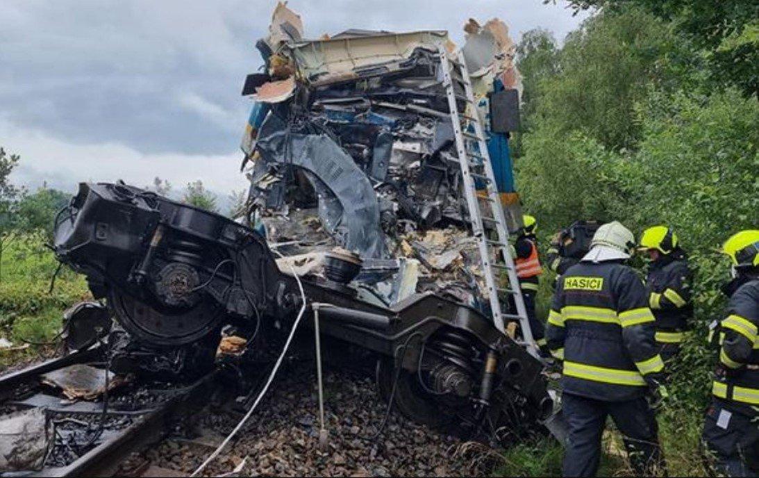 Более 40 человек пострадали при столкновения двух поездов на западе Чехии