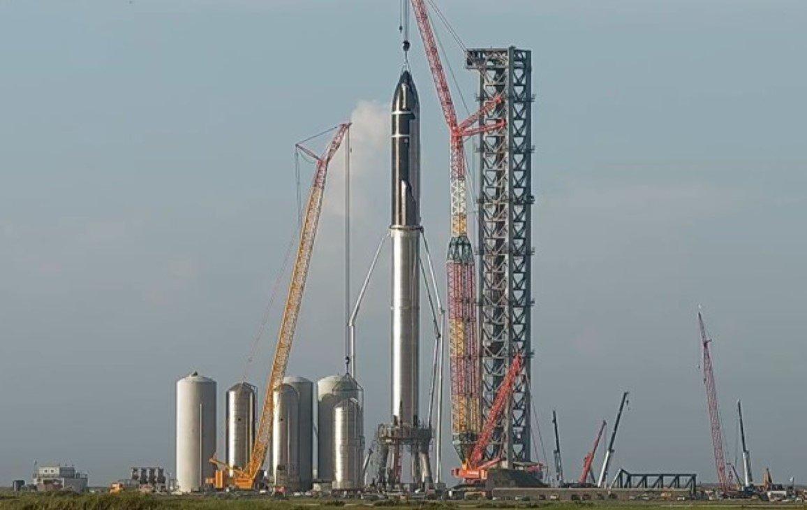 Компания Илона Маска SpaceX собрала самую большую ракету в истории