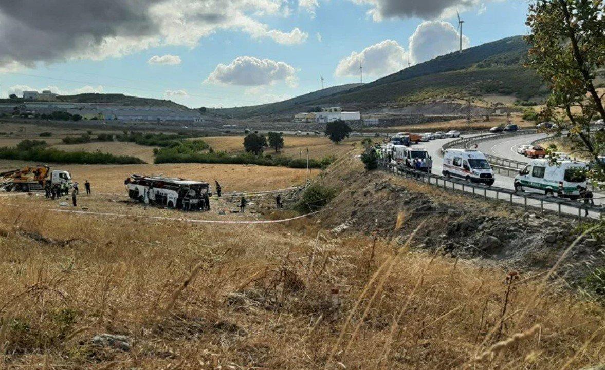 В Турции перевернулся пассажирский автобус: погибли 15 человек, 17 ранены
