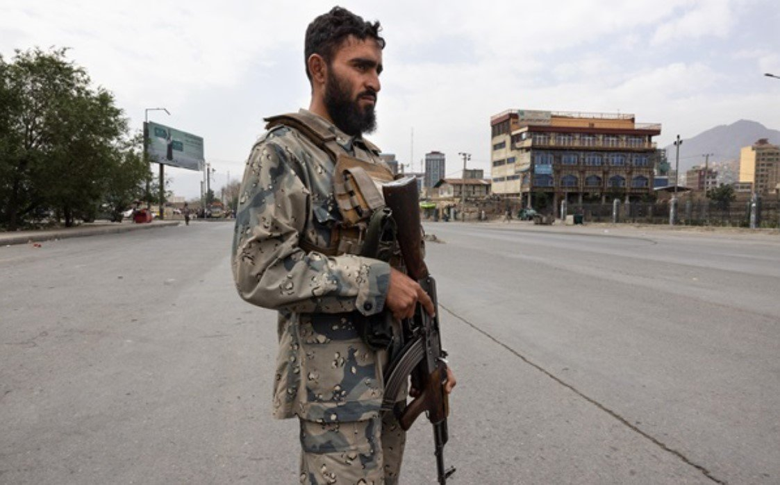 Пять человек погибли в результате давки и стрельбы в аэропорту Кабула