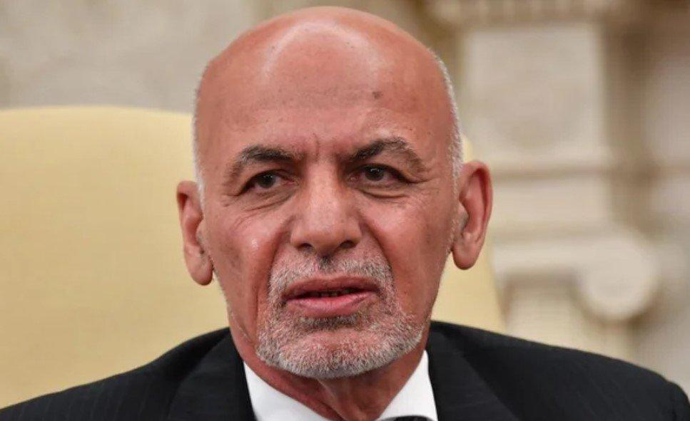 Младший брат президента Афганистана Гани присягнул на верность талибам