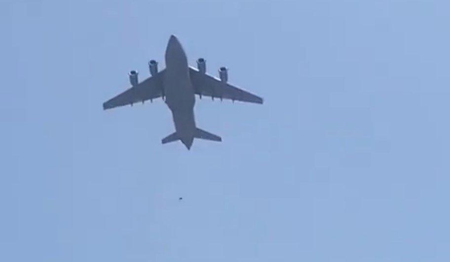 ВВС США расследуют обнаружение тела в отсеке для шасси самолета