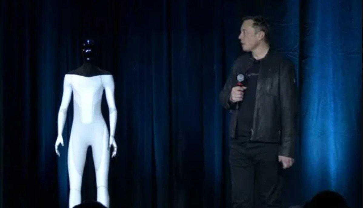 Илон Маск анонсировал выпуск прототипа антропоморфного робота Tesla Bot в 2022 году