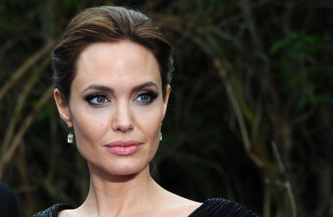 Джоли зарегистрировалась в Instagram и раскритиковала действия США в Афганистане