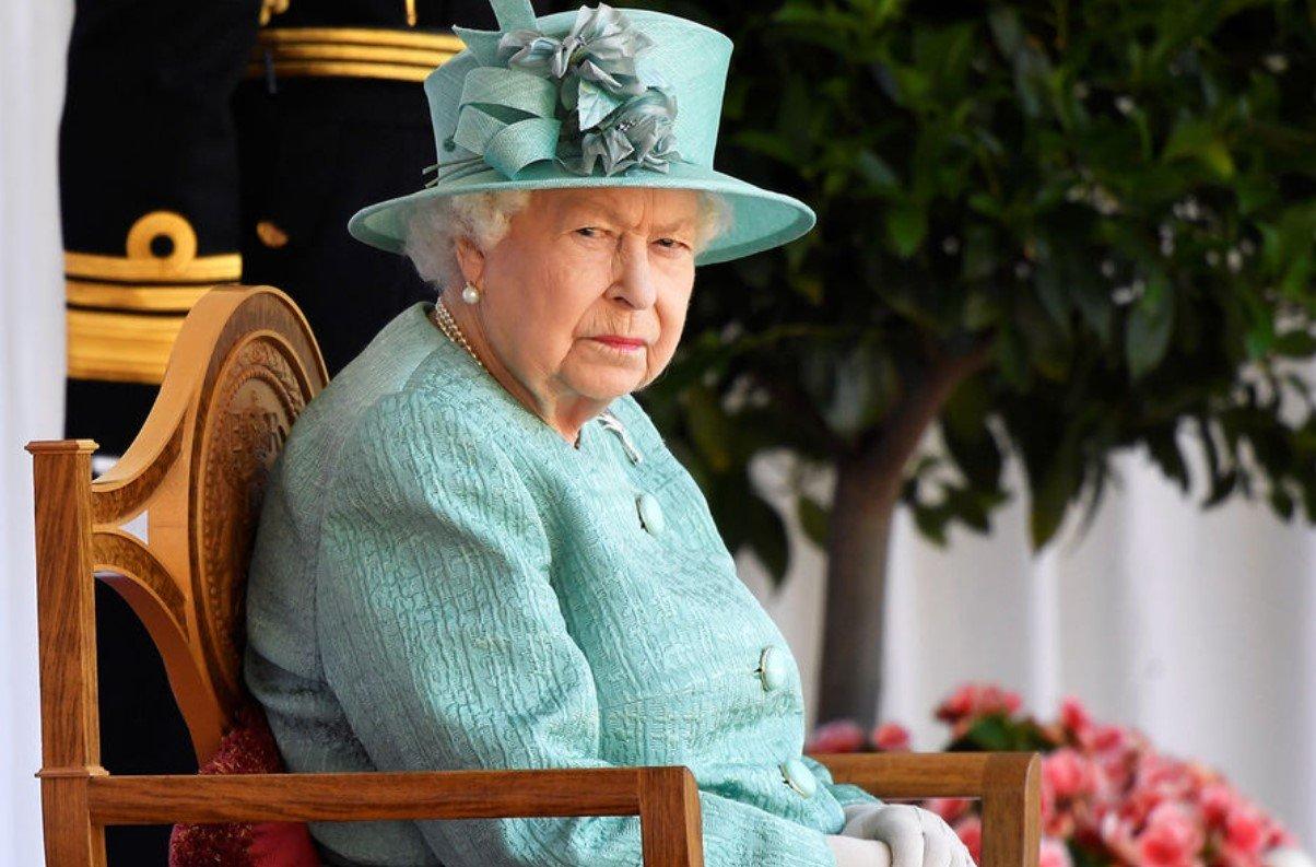 Елизавета II собирается подать в суд на принца Гарри из-за откровенных мемуаров