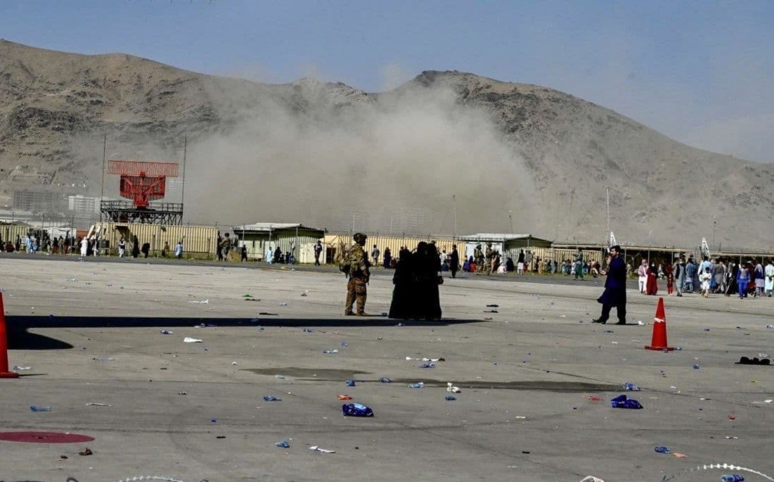 При теракте в аэропорту Кабула 12 американских военных погибли и 15 пострадали