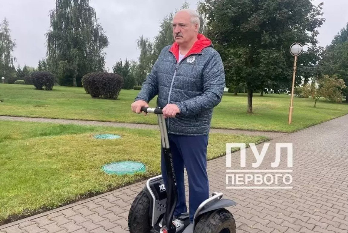«Пул Первого» опубликовал фото с Александром Лукашенко на сигвее