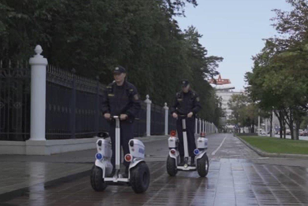 Милиционеры начали патрулировать улицы Минска на сегвеях