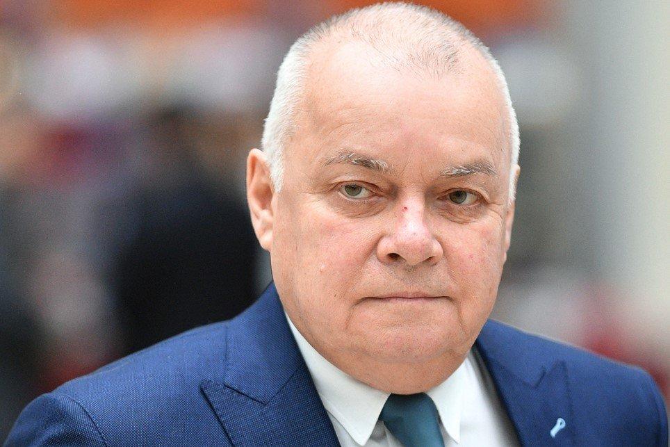 Телеведущий Дмитрий Киселев госпитализирован с коронавирусом COVID-19